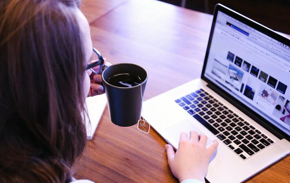 browsing-web-woman